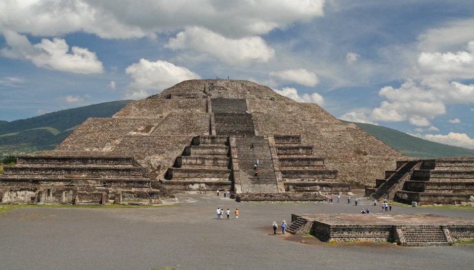 http://www.mariusztravel.com/zdjecia/meksyk/10_meksyk_teotihuacan_piramida_slonca.JPG